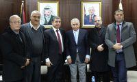 خلال لقاء وفد من جمعية رجال الأعمال الفلسطينيين رئيس المحكمة العليا، رئيس مجلس القضاء الأعلى الانتقالي المستشار عيسى أبو شرار